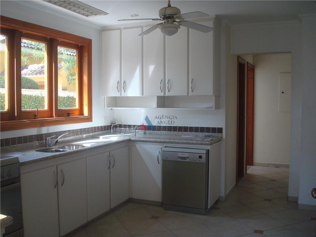 condominio com ótimas casas, bem separadas, bom jardim e piscina privativavários ambientes separados, 4 suties, escritório,...