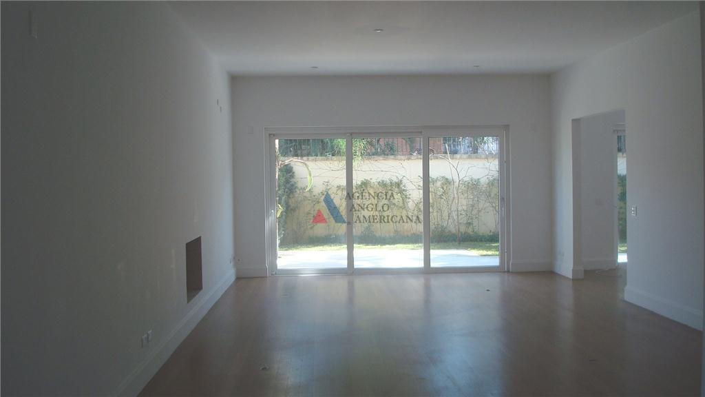 condomínio fechado, com apenas 3 casas, garagem subterrânea, academia de ginástica, sauna.excelente localização !pé direito alto,...