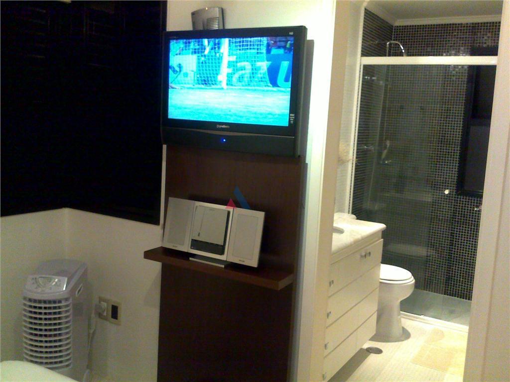 3 quartos, sendo 1 suite, reformado, com mármore e ar condicionado na sala, pastilhas de vidro...
