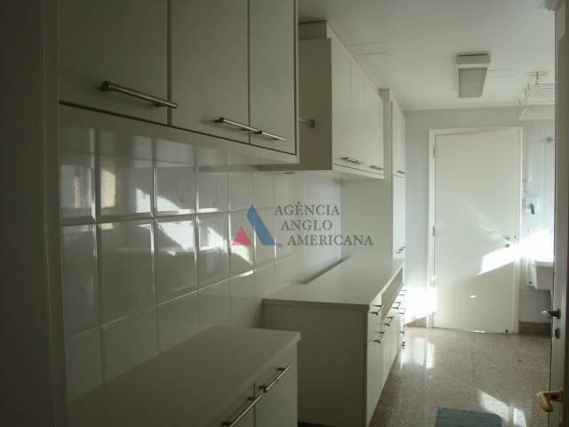alto padrão, sofisticado apartamento, com ampla área social e terraço com vista para o parque.ar condicionado...