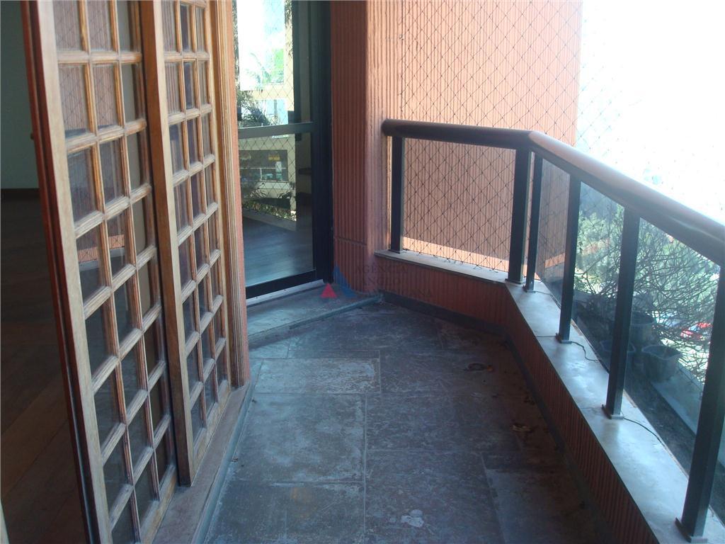 terraço com churrasqueira, amplo apartamento (147m2 úteis), com 2 vagas e depósito individual.3 dormitórios + escritório,...