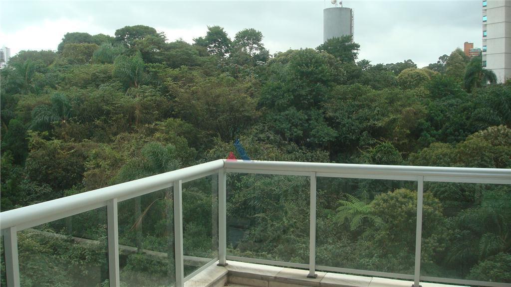 loft com vista para o bosque living com pé direito duploárea de lazer completa, incluindo piscina...