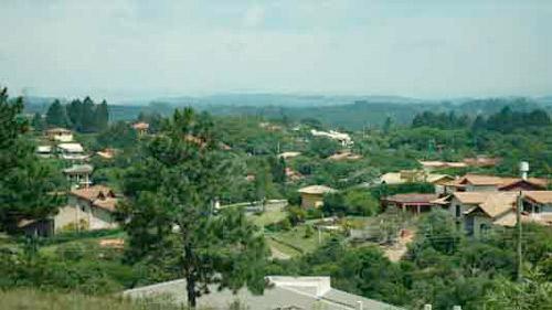 Vista dos Bairros da 1a, 2a. Encosta e no fundo Bairro da Mata no Patrimônio do Carmo, São Roque - SP