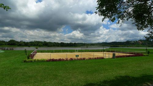 1 Quadra Poliesportiva próxima ao Restaurante e ao lago interno do  Patrimônio do Carmo, São Roque, SP.