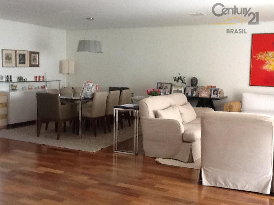 Vila Nova Conceição 3 suites 3 gars Decorado Permuta Financia