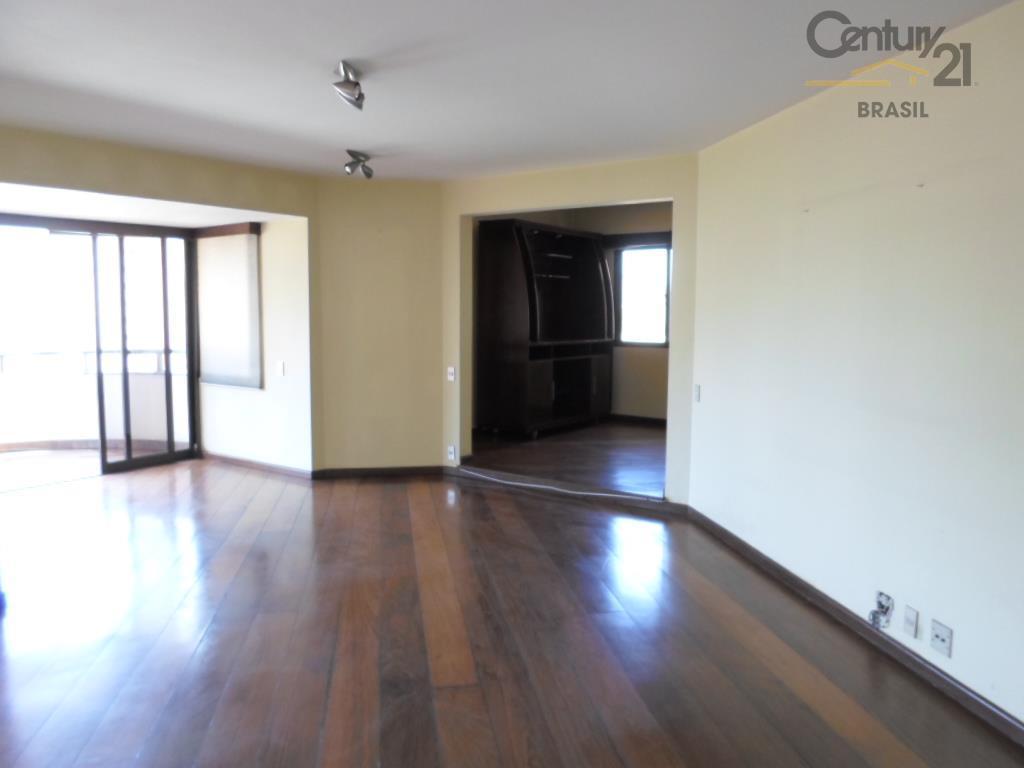 Ótima localização em Moema,apartamento com 4 dormitórios,sendo 2 suites,3 vagas, 230m.