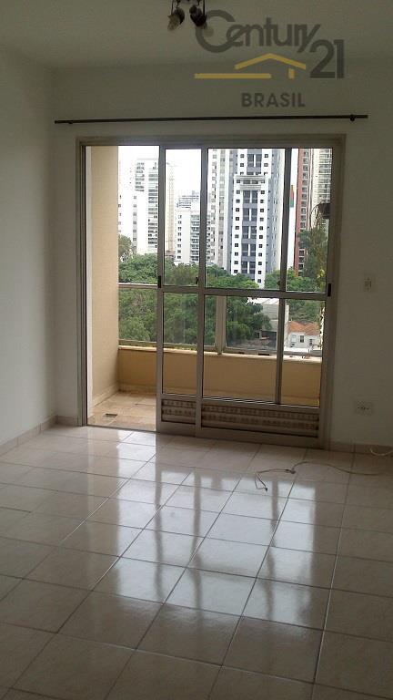 Apartamento totalmente reformado com sacada e vista panorâmica em Pinheiros