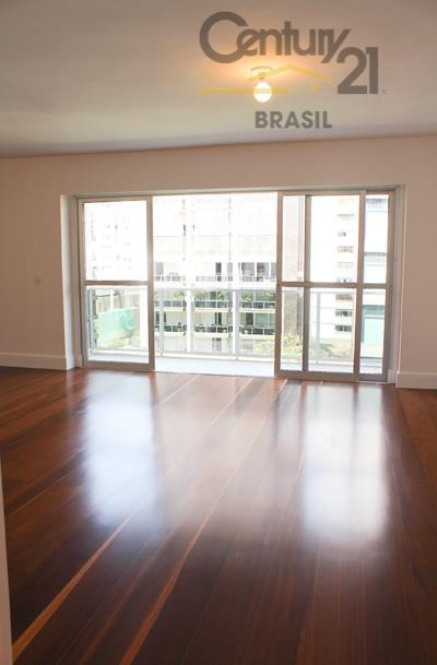 Apartamento residencial totalmente reformado à venda, Higienópolis, São Paulo.