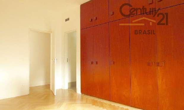 vende belíssimo apartamento no jardim paulista, localização privilegiada, prédio dos anos 70, muito bem conservado, amplo...