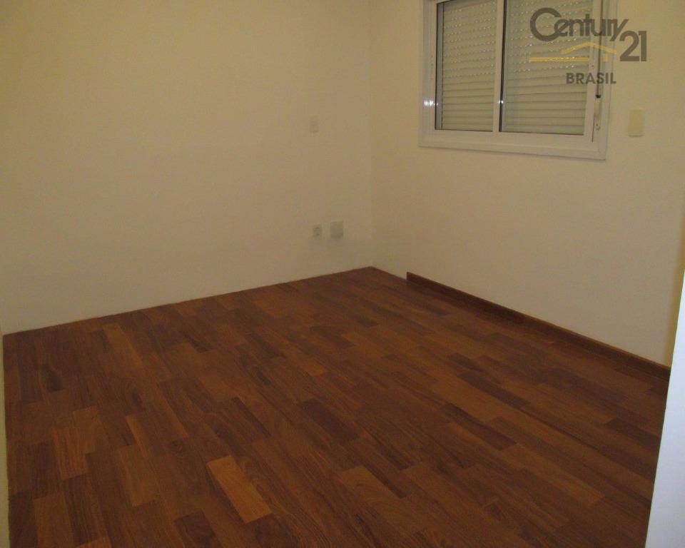 vende ou aluga lindo apartamento com espaço para 3 amplos ambientes de estar, com varanda com...