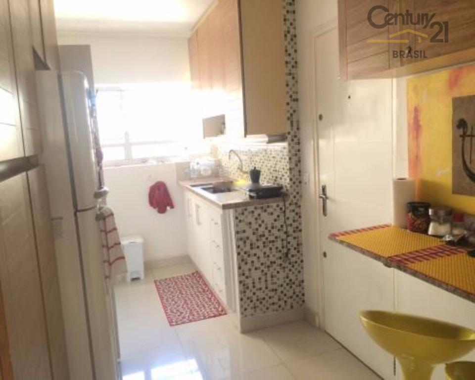 vende ou aluga, apartamento recem reformado com piso novo na sala e banheiros, banheiros atualizados, quartos...