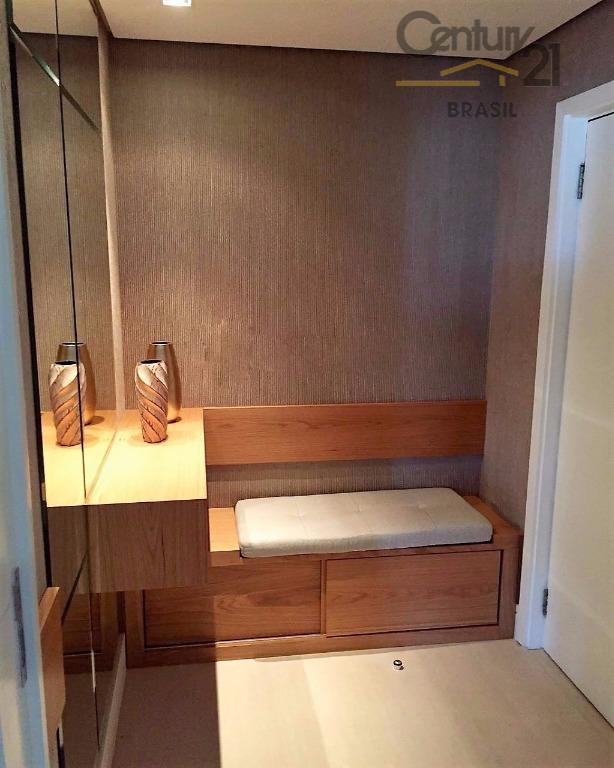 cobertura reformada e mobiliada, porteira fechada, são 2 suítes e mais 2 dormitórios que dividem um...
