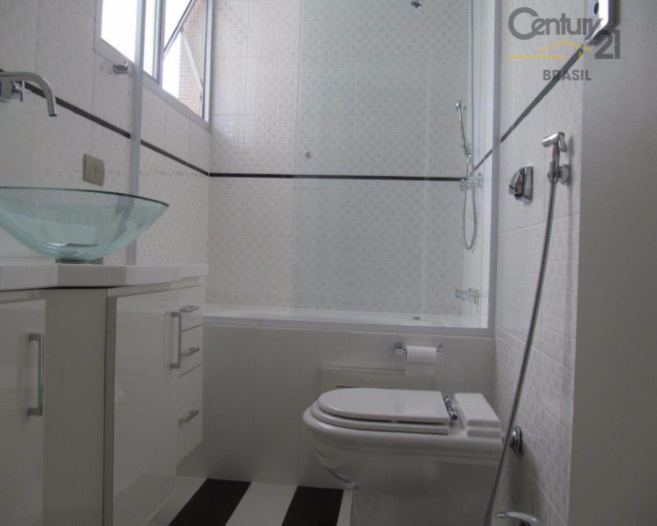vende apartamento inteiramente reformado, incluindo parte elétrica e hidráulica. planta original com 3 dormitórios, e hoje...