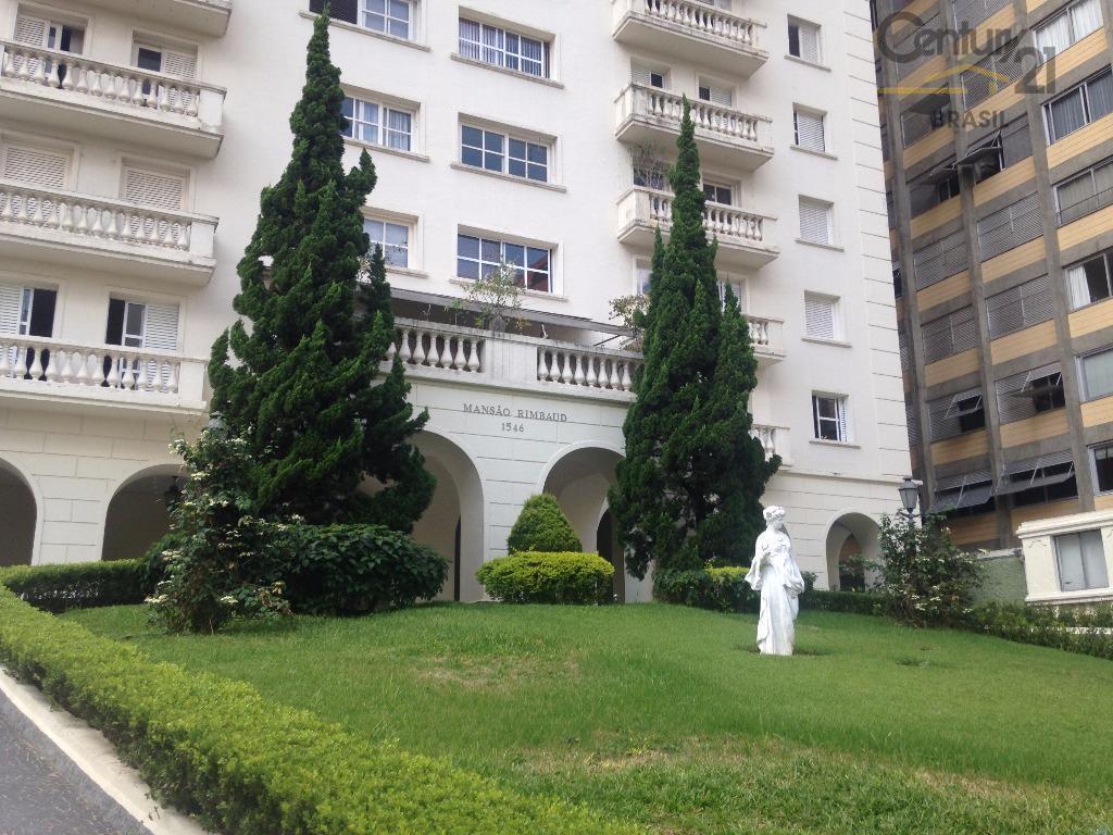excelente apartamento,em edifício neo-clássico,com muito recuo, área de lazer com piscina e churrasqueira, sala de ginastica,.face...