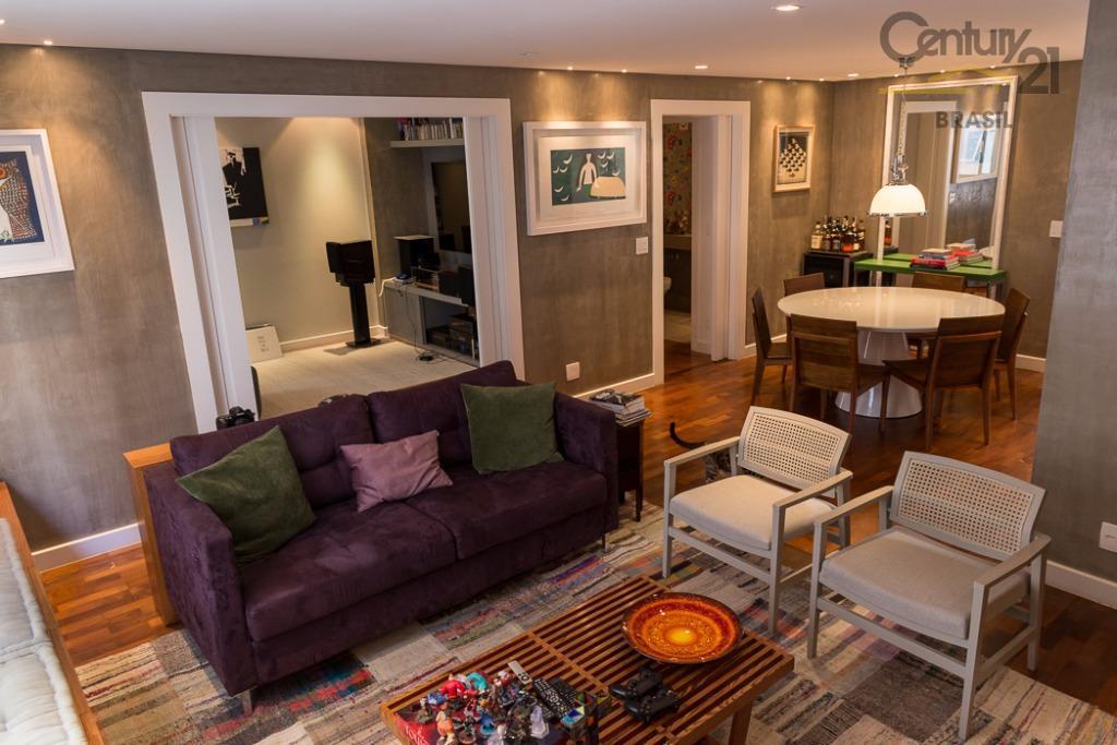 C21 vende excelente apto 170 m2 em uma das melhores quadras do Itaim, totalmente reformado, a apenas 15 min a pé do Ibirapuera