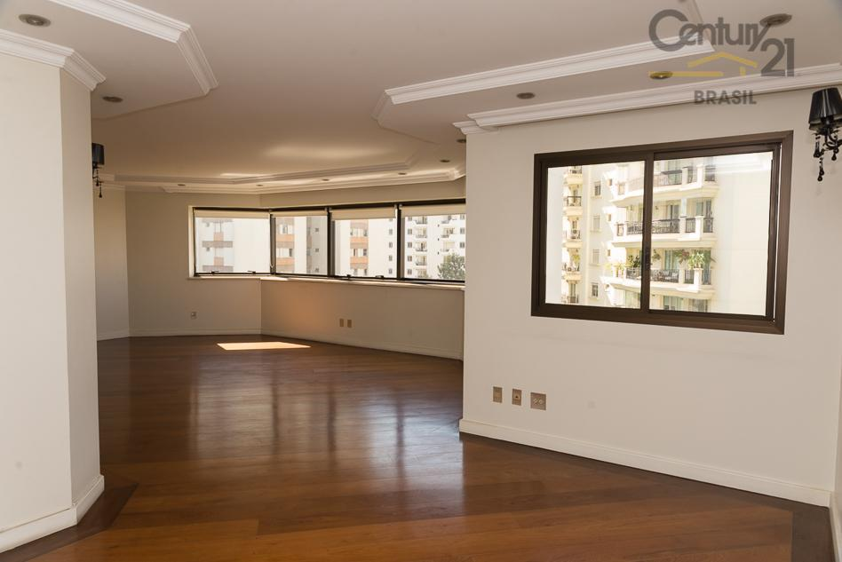 C21 vende excelente apto 303 m2, andar alto, fino acabamento, living para 3 amb., 4 dmts sendo 3 suítes