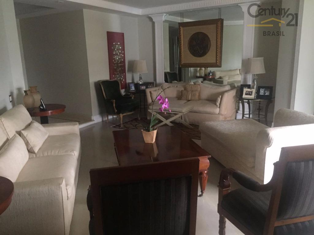 C21 vende ótimo apto com 273 m2 em Moema com 4 salas, 4 dormitórios sendo 2 suites, 4 vagas de garagem em condomínio com lazer