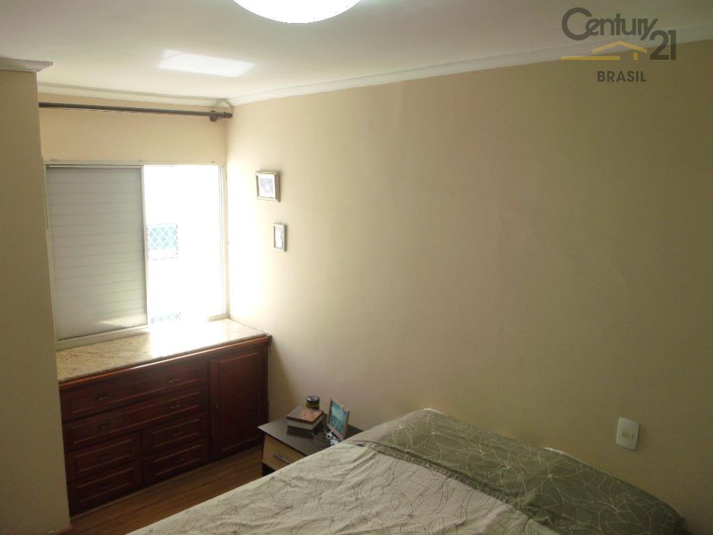 vendo apartamento muito bem iluminado, com amplo living com dois ambientes além do escritório anexo. dormitórios...