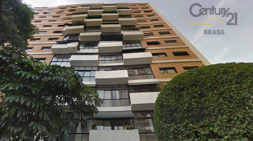 Ótimo apartamento para venda e locação em rua tranquila no Itaim!