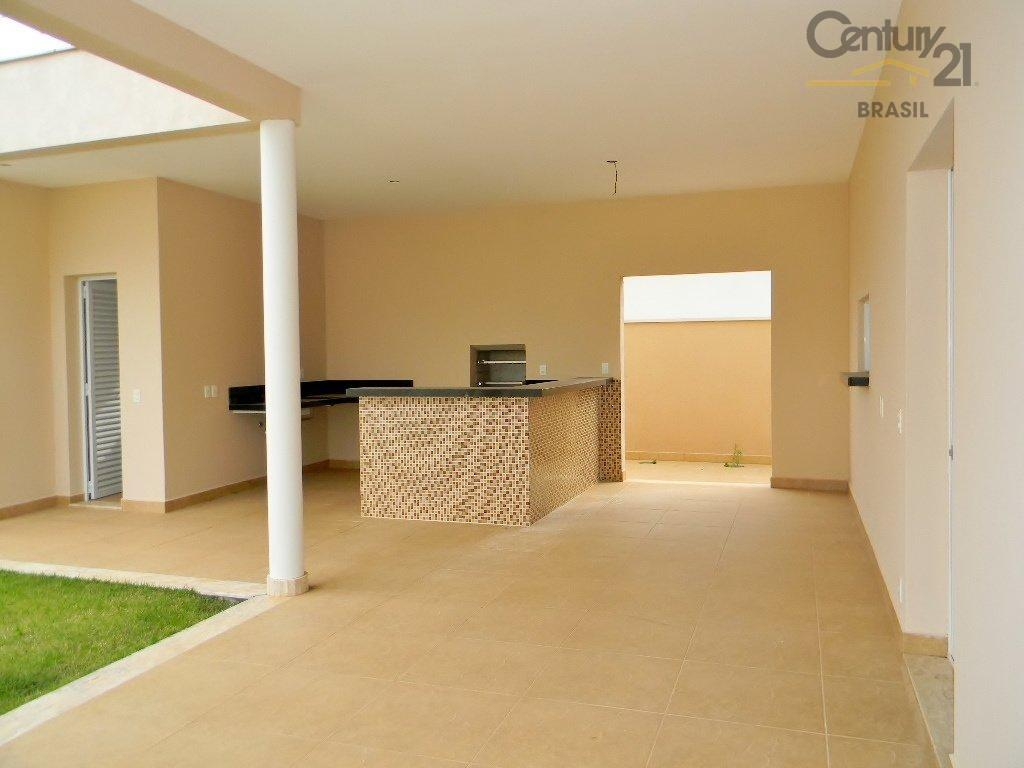 sobrado para venda no condomínio helvétia park, em indaiatuba. possui 4 dormitórios. no pavimento inferior encontra-se...