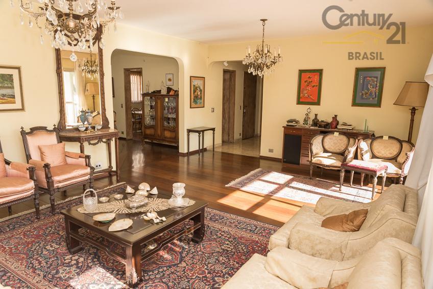 ótimo apartamento com 228 m2, amplo living para 3 ambientes com lavabo e varanda, sala intima...