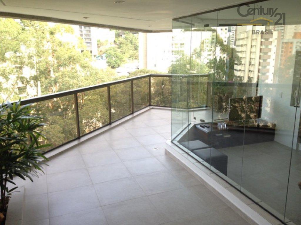 lindo apartamento, em rua arborizada, tranquila e de vista permanente para área verde.construido pela nacional global...