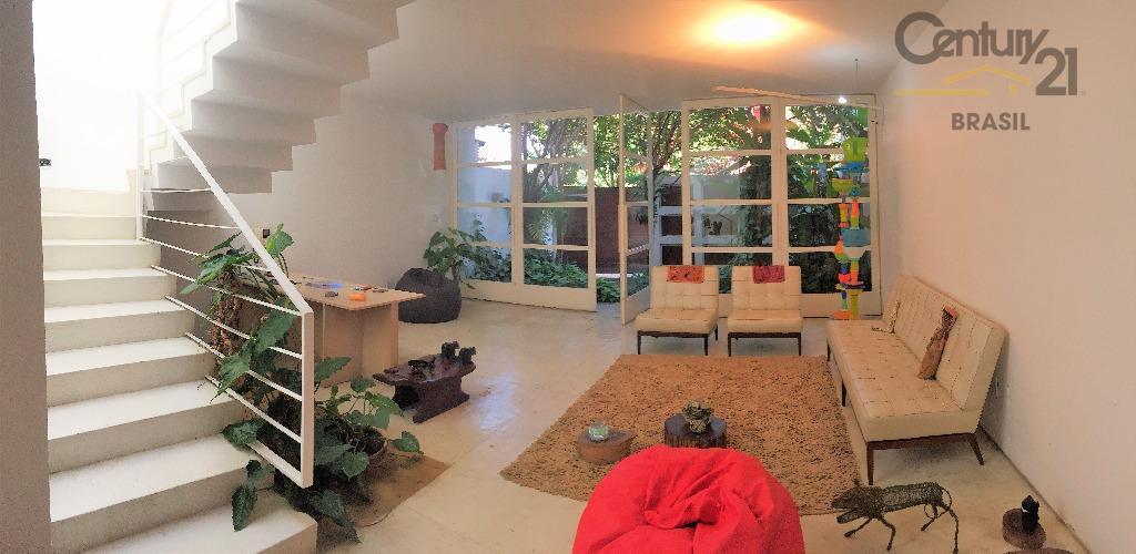 maravilhosa casa. aconchegante, moderna e com muita sofisticação ao mesmo tempo.localização privilegiada, à apenas 600 metros...