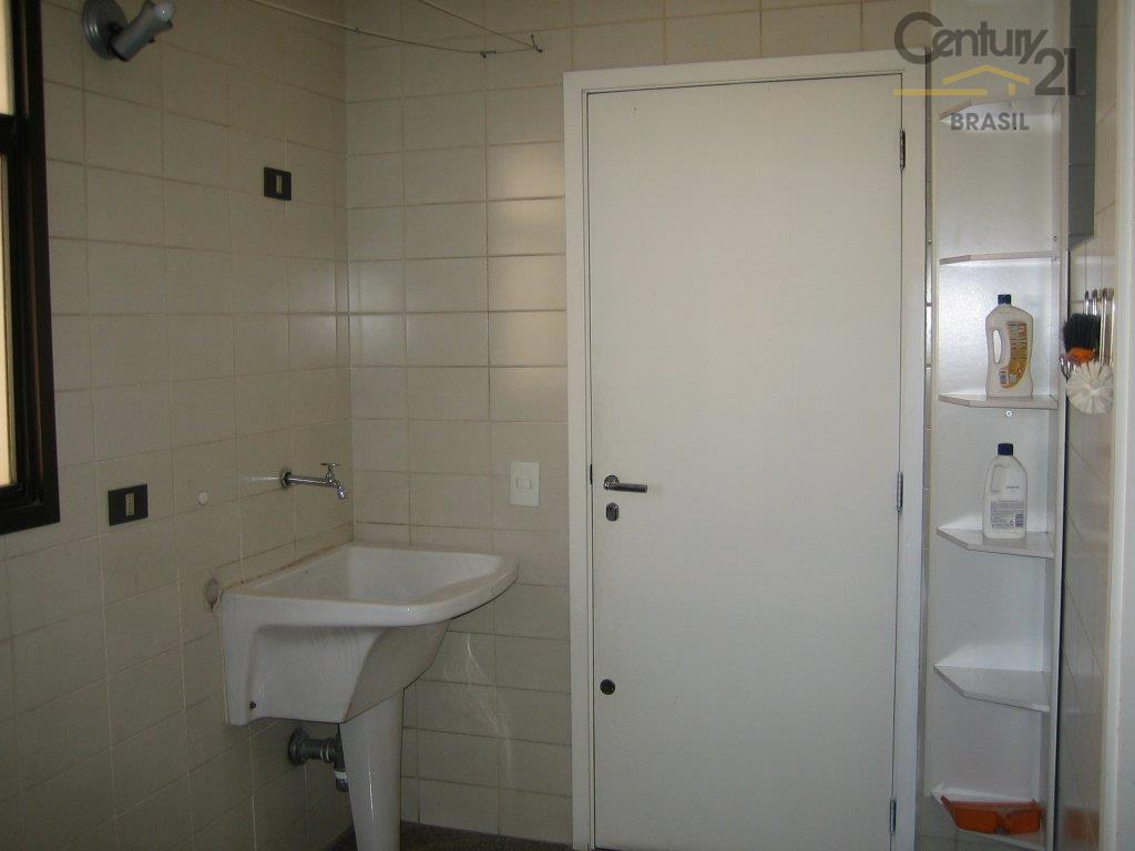 apto em moema, lado pássaros,3 dormitórios com armários suite ampla,varanda,lavabo,piso madeira,cozinha planejada,apartamento andar alto, ensolarado, amplo,...