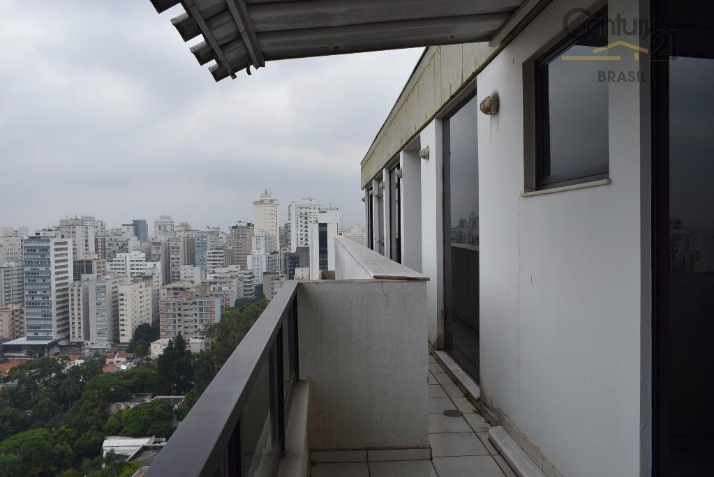 cobertura duplex no 17º e 18º andar.primeiro andar contendo toda a área privativa do imóvel.três suítes,...