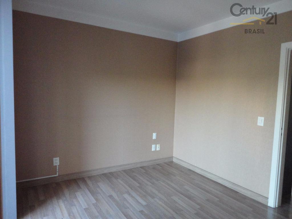 apartamento diferenciado com uma sala ampla e arejada para dois ambientes, o piso da varanda foi...