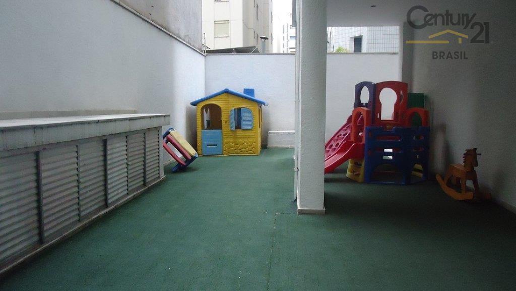 ao adentrar no apartamento, têm-se uma sensação de amplidão. conta com galeria de entrada, sala ampla...