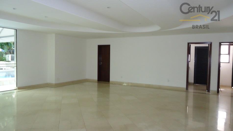 apartamento em prédio imponente e bem recuado. possui uma ótima área de lazer com uma grande...