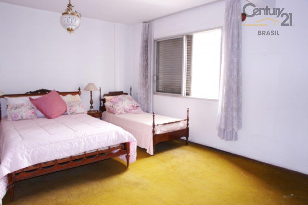 amplos ambientes e grandes janelas que proporcionam ótima iluminação e ventilação natural. ideal para quem busca...