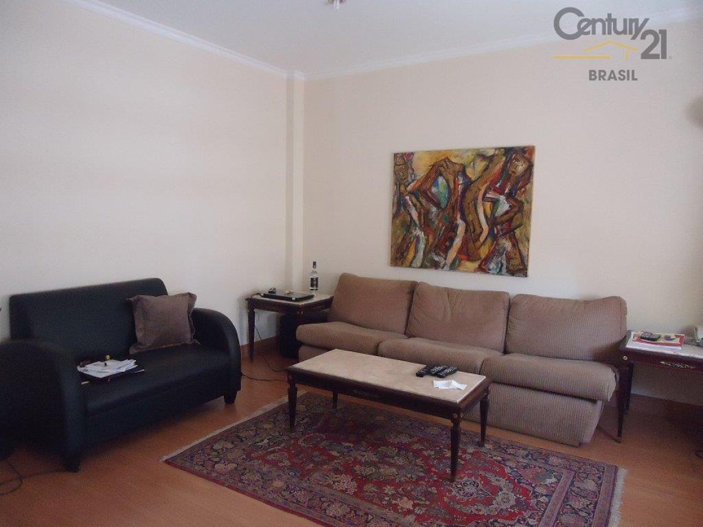 luxuoso apartamento estilo classico, sala com piso de madeira com 4 ambientes, conta com sala de...