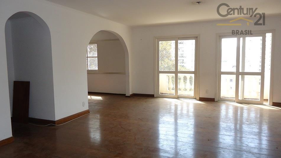 não é exagero dizer que esse apartamento é um dos mais interessantes que existem na rua...