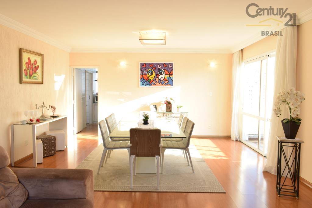 Apartamento em ótimo prédio com recuo e vista 360 graus