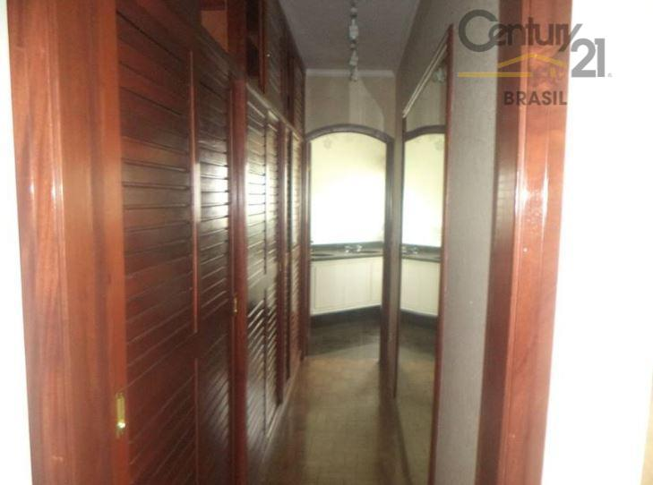apartamento um por andar todo em piso de madeira, sala 3 ambientes, sendo uma com lareira,...