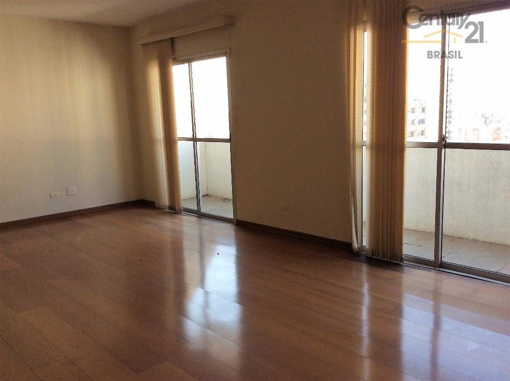 ótima planta, salas grandes compostas de três ambientes com varanda espaçosa e vista aberta.potencial para modernização....