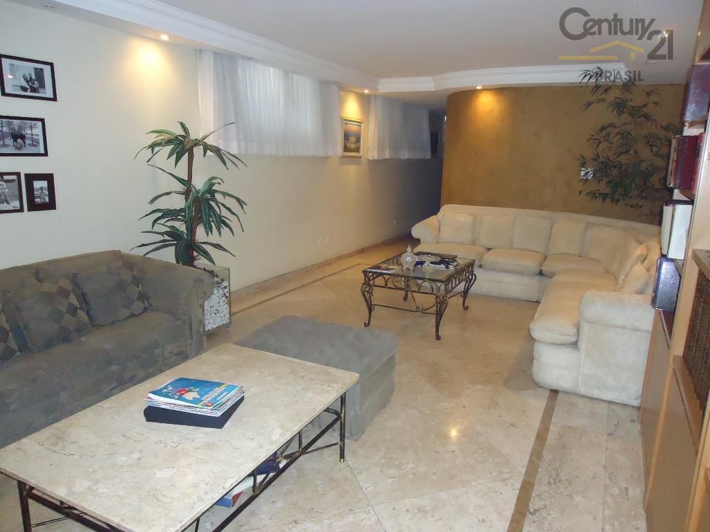 excelente apartamento com quartos amplos onde cabem 2 camas grandes em cada quarto, sala com 3...