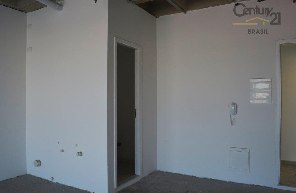 sala comercial (uma) com 40m e sacada, podendo ser duas somando 80m, no contrapiso e parede...