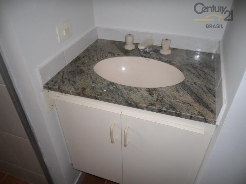 apartamento com 2 dormitórios, 1 banheiro, sala ampla para 2 ambientes com janelas grandes, voltada para...
