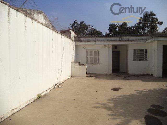 casa comercial fechada, com portão automático, com 10 vagas de garagem, 10 metros de frente. espaçosa...