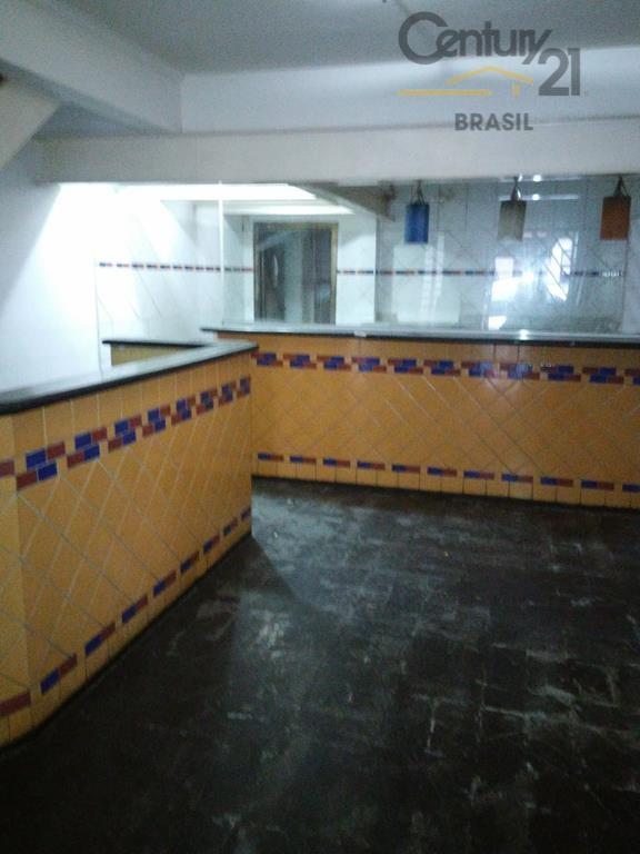 loja com ótima localização, piso inferior frio com loja, cozinha e balcôes, piso superior taco com...