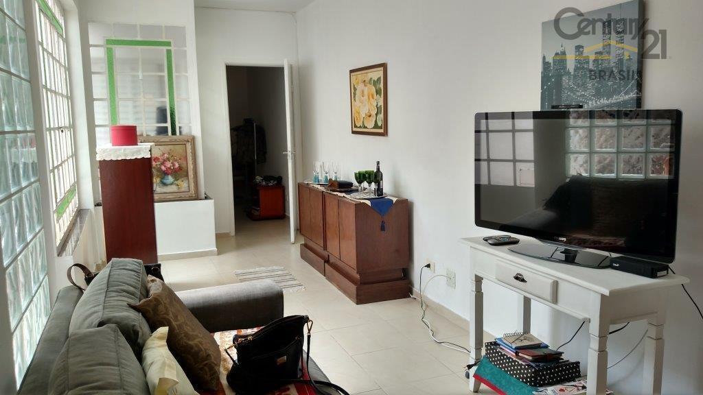 casa reformada ideal para moradia ou ponto comercial. está localizada em uma rua movimentada, próxima de...