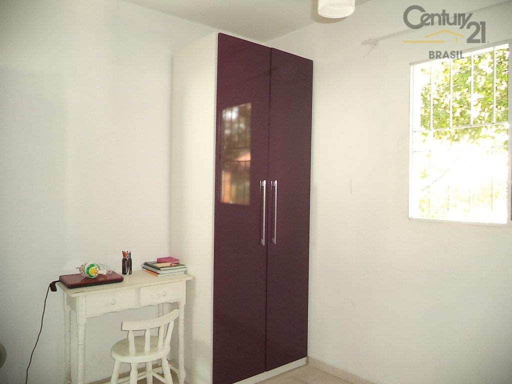 casa ampla, espaçosa, reformadíssima, com 03 dormitórios, sendo 01 suíte, tudo com armários, living 02 ambientes,...