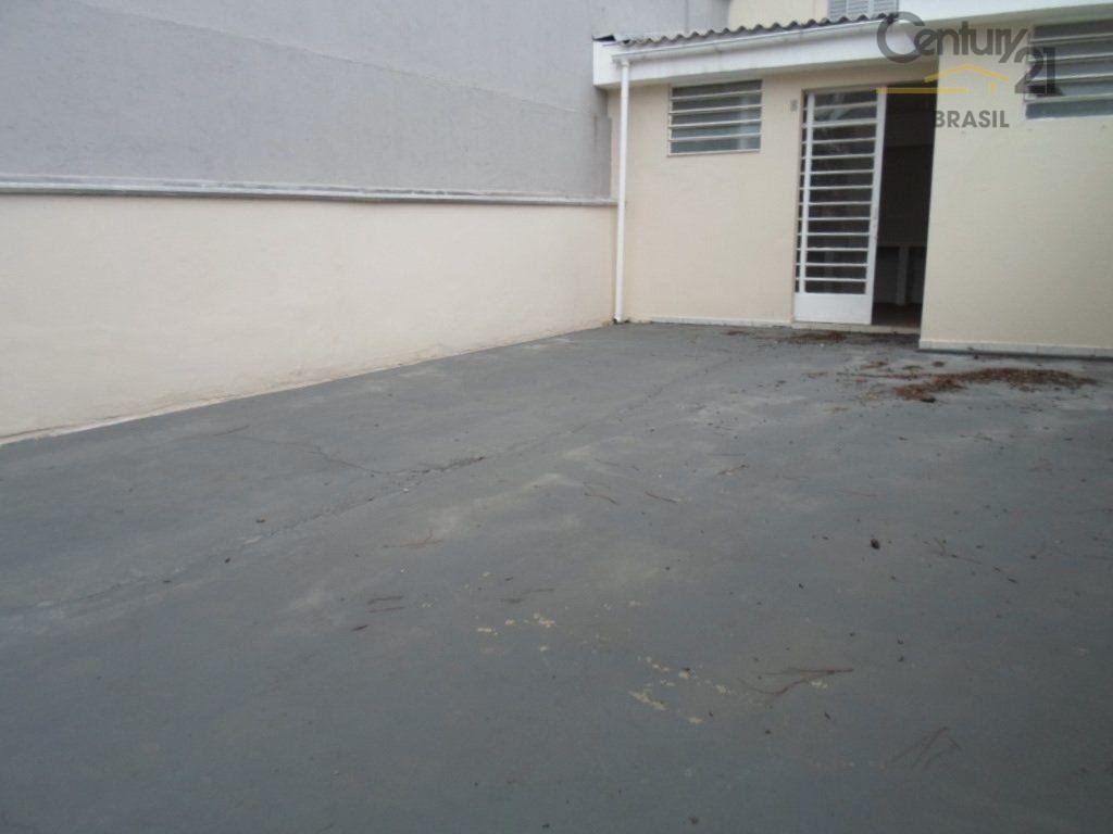 sobrado amplo com 03 dormitórios sendo uma suíte, ampla sala para 03 ambientes, amplo quintal com...