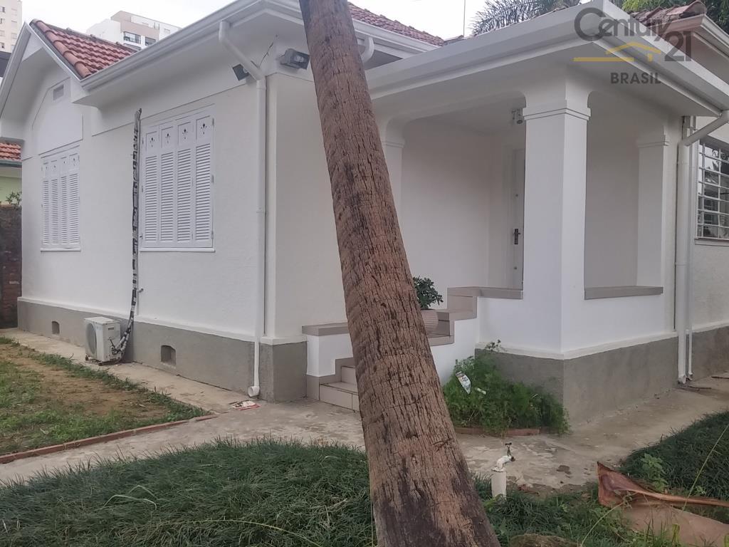 três casas térreas no mesmo terreno sendo a da frente com recepção, 04 salas, 02 banheiros,...
