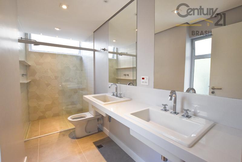 apartamento totalmente reformado com os mais modernos acabamentos.possui uma ótima planta com 130m², dividido em ampla...