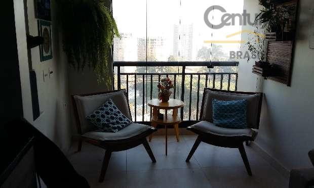 apartamento moderno, com cozinha americana aberta, varanda integrada à sala. armários planejados na cozinha e quarto....