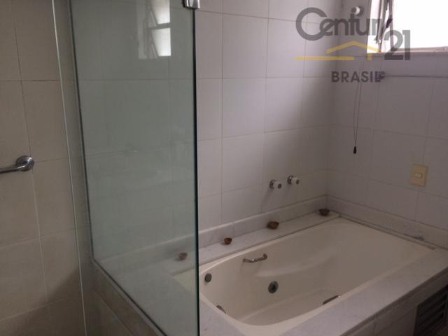 lindo apartamento, salas amplas e claras, cozinha prática e funcional, dormitórios com armários, claros e espaçosos....